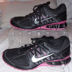 Nike Reax Run 6 black pink silver detail